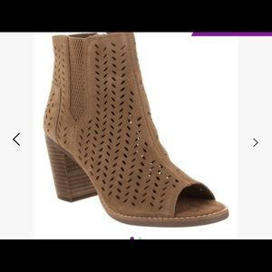 TOMS | majoreca toffee perforated bootie 6.5